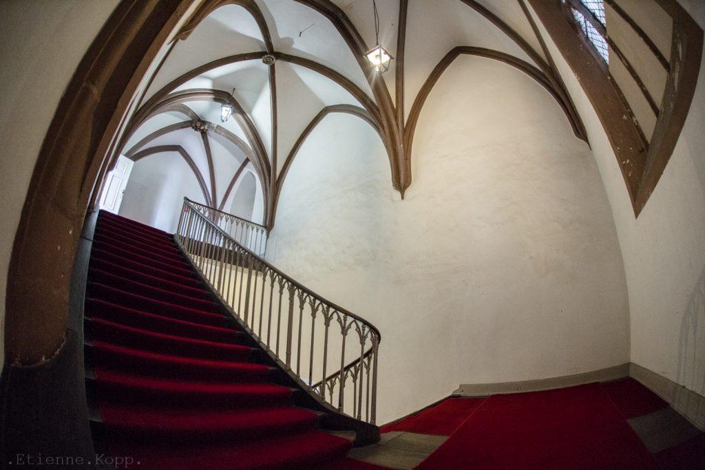 L'impressionnant escalier qui mène au choeur supérieur...